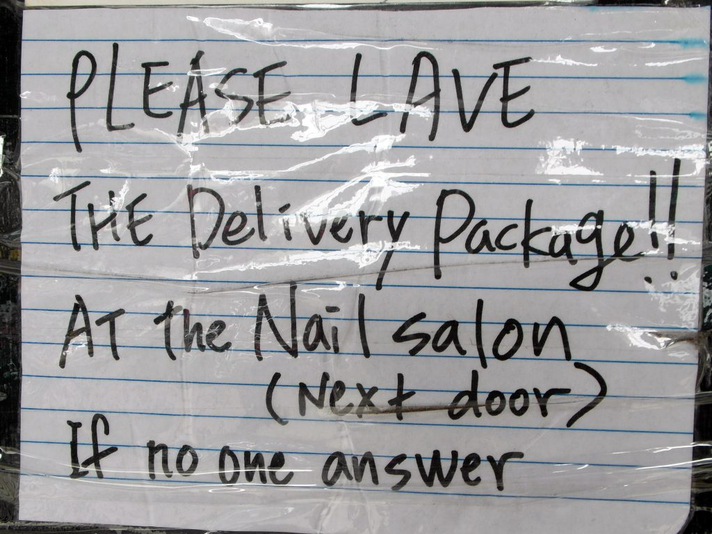 PLEASE LAVE THE DELIVERY PACKAGE IF NO ONE ANSWER